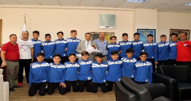 Şampiyon sporculardan Başkan Pamuk'a ziyaret