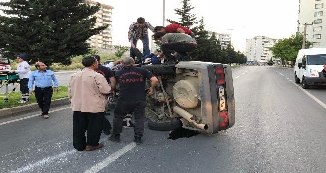Kontrolden çıkan otomobil ağaçlara çarparak durabildi