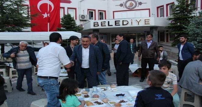 Başkan Tutal, ilk orucunu iftar çadırında açtı