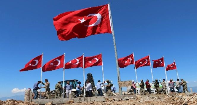 9 şehidin verildiği Keltepe'ye 9 Türk bayrağı