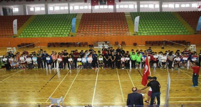 Küçükler Badminton Türkiye Şampiyonası başladı