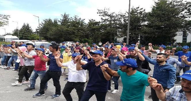 İşten çıkarılan 95 işçi fabrika önünde eylem yaptı
