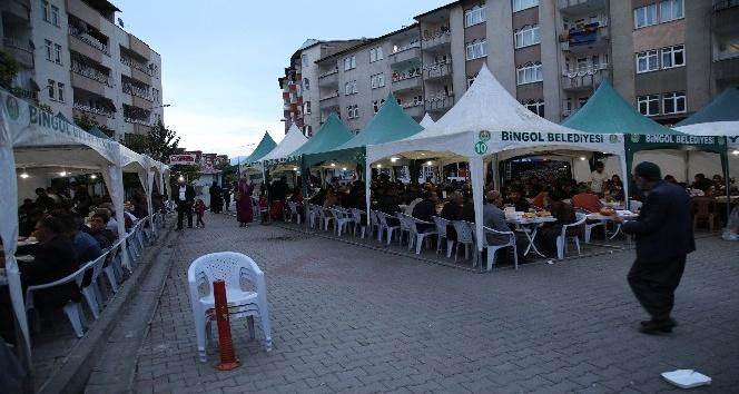 Bingöl'de her gün 2 bin kişiye sıcak aş