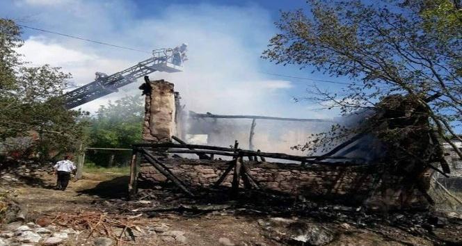Çemişgezek'te ev yangını