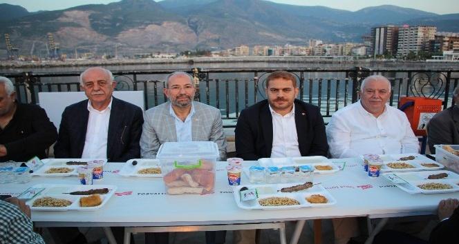 AK Parti Hatay İl Başkanı Güler iftarını vatandaşlarla birlikte açtı