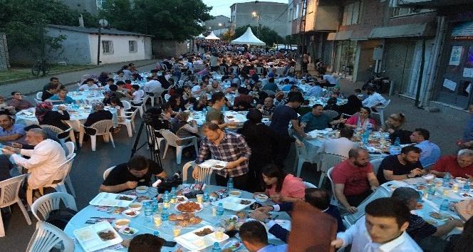 Ümraniye'de 5 yıldızlı iftar sofrası kuruldu