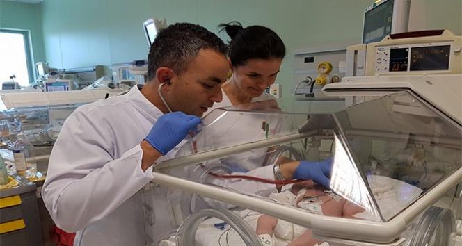 Doğum sırasında oksijensiz kalan bebekler soğutularak tedavi ediliyor