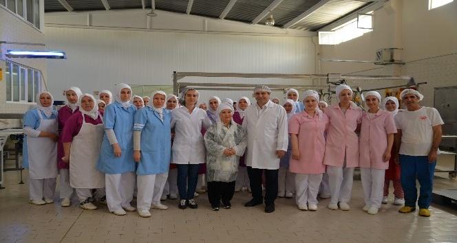 Bedia Akartürk'ten kestane şekeri üreticilerine sürpriz