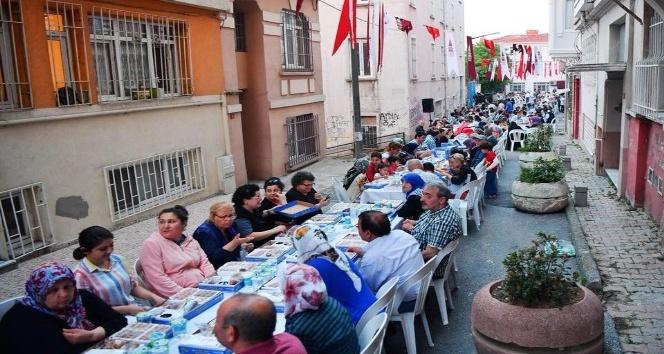 Dolapdere sakinleri sokak iftarında buluştu