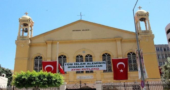 Hristiyan Ortodoks Cemaati'nden pankartlı Ramazan kutlaması