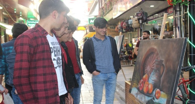 Van Şemsiyeli Sokak'ta resim sergisi açıldı