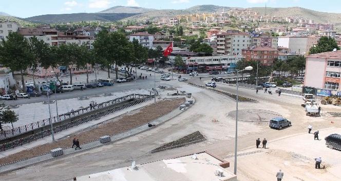 Yahyalı Belediyesi Meydan düzenlemesinde sona gelindi