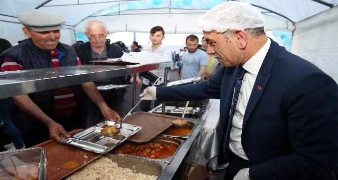 Altınordu Belediyesi her akşam bin 200 kişiye iftar veriyor
