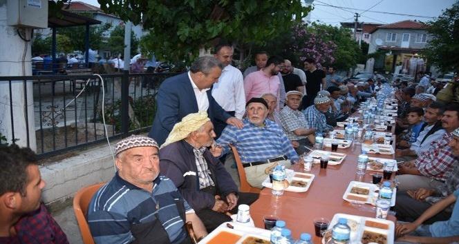 Yunusemre'de iftar sofrası Pelitalan'da kuruldu