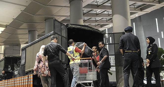 Malezya'da şok baskınlar: Eski Malezya Başbakanının evlerinde arama