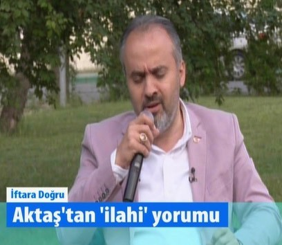 Büyükşehir Belediye Başkanı Aktaş'tan iftar programında müthiş canlı performans