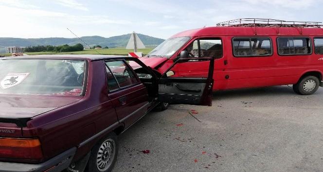 Samsun'da otomobil ile minibüs çarpıştı: 1 yaralı