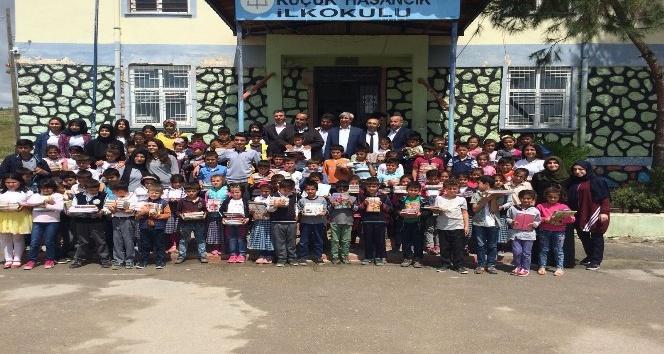 Erdemir Anadolu Sağlık Meslek Lisesinden köy okullarına kitap