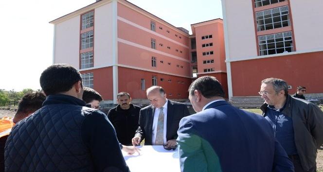 Vali Azizoğlu, inşaatı devam eden okulları inceledi
