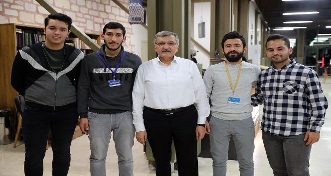 Zeytinburnu'nda çalışmak öğrencilerden, iftar ve sahur belediyeden