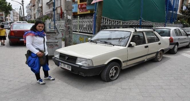 Park ettiği aracının dört lastiği kesildi