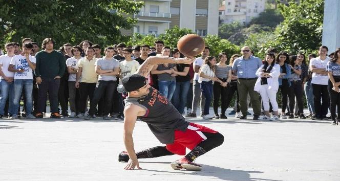 Bayraklı'da gençlik festivali