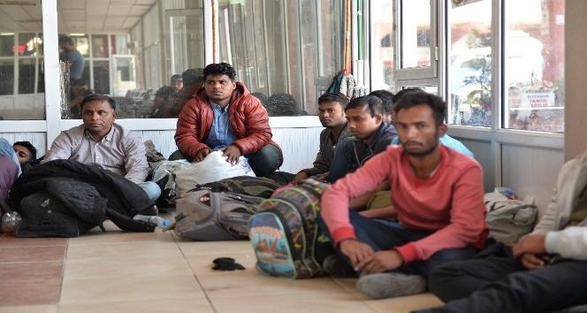 Yakalanan göçmenler gözyaşlarına boğuldu