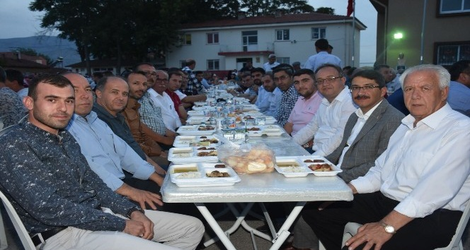 Şehzadeler'in gönül sofrası Hacıhaliller'de kuruldu