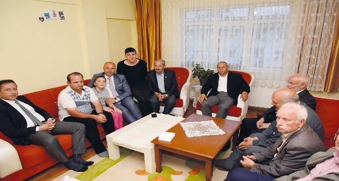 Kaymakam Öztürk ile Başkan Togar, vatandaşların evlerine misafir oldu