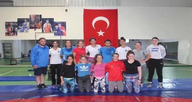 Türkiye Genç Bayanlar Güreş Milli takımı Yalova'da kampa girdi