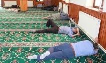 Vatandaşlar serinlemek için camiye koşuyor