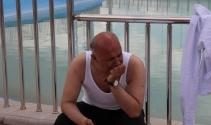 Havuzda çırpınan çocuğu belediye başkanı kurtardı