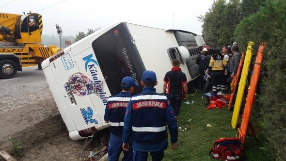 Kütahya'da yolcu otobüsü devrildi! Ölü ve yaralılar var...