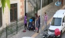 Bahçelievlerde kızlar kavgasında tekme ve tokatlar havada uçuştu