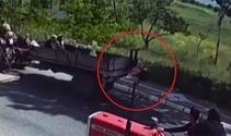 Küçük kız traktörün kasasından düştü