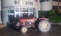 Manisada ilginç olay! Alkollü muhtar traktör ile...