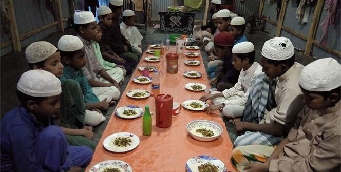 Bangladeş'teki Rohingyalı Müslümanlar yarı aç oruç tutuyor