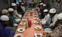 Bangladeşteki Rohingyalı Müslümanlar yarı aç oruç tutuyor