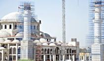 Kıbrısın en büyük camisinin ana kubbesi tamamlandı
