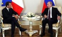 Macron ve Putin bir araya geldi