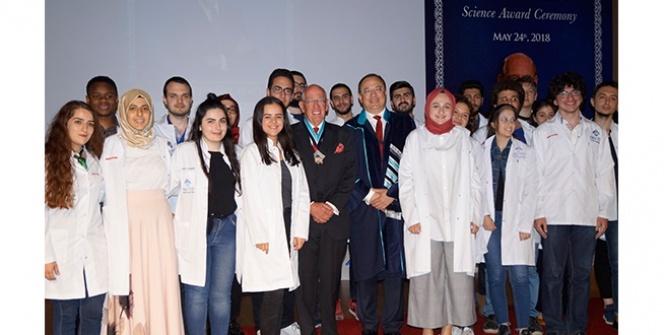 Dünyaca ünlü profesöre BAU tıp bilim nişanı verdi