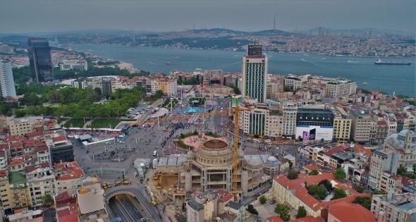 Taksim Camii'nde minareler yükseliyor, ana kubbe betonla kapatılıyor