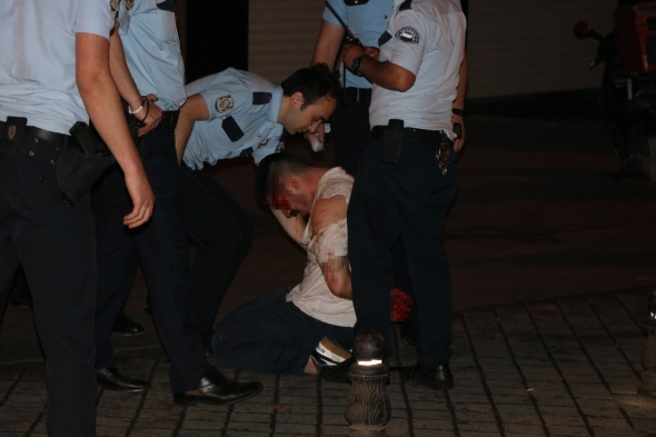 Kadıköy bıçaklı kavga 1'i ağır 2 yaralı