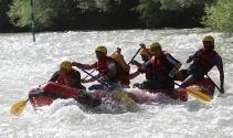 Tunceli Valisi rafting yaparak sporcuların heyecanına ortak oldu