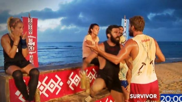 Survivor'da büyük kavga! Adem ile Turabi'nin kavgası Acun Ilıcalı'yı çıldırttı!