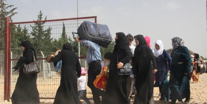 Suriyeliler koşarak ülkelerine gittiler