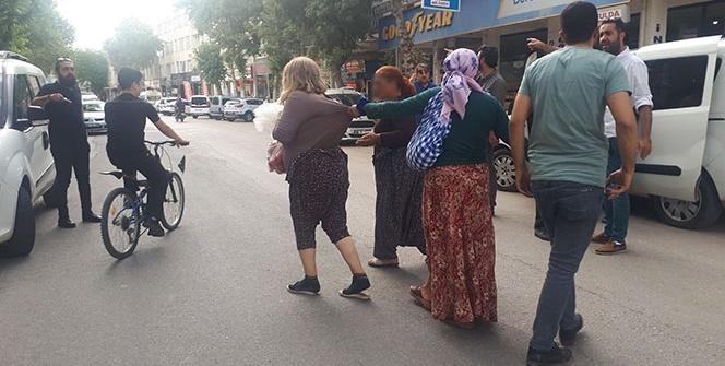 5 kadın mahalleyi birbirine kattı!