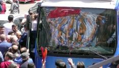 Ardahanda AK Parti adaylarının karşılanmasında izdiham