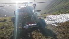 Cansız bedenini dağcı arkadaşları helikoptere böyle taşımış