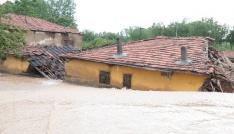 Şiddetli yağış sonrası Kırşehirde su baskınlarına neden oldu